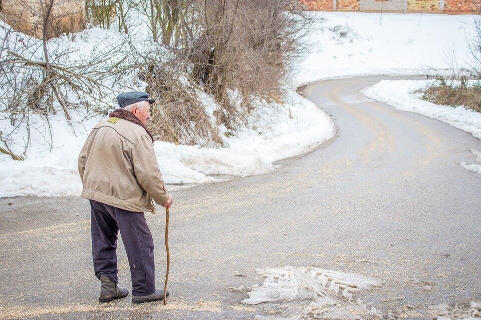 Upozorenje starijima: Izbjegavajte izlazak rano ujutro i noću!