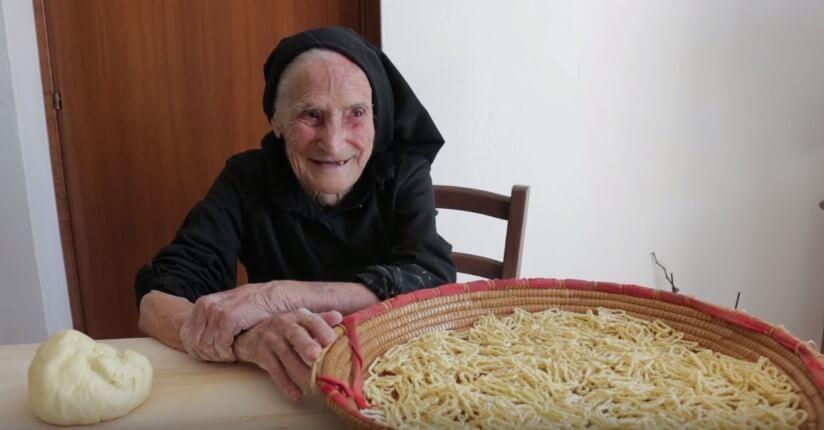 Čuvarica tradicije: 93-godišnja bakica ručno izrađuje domaću tjesteninu
