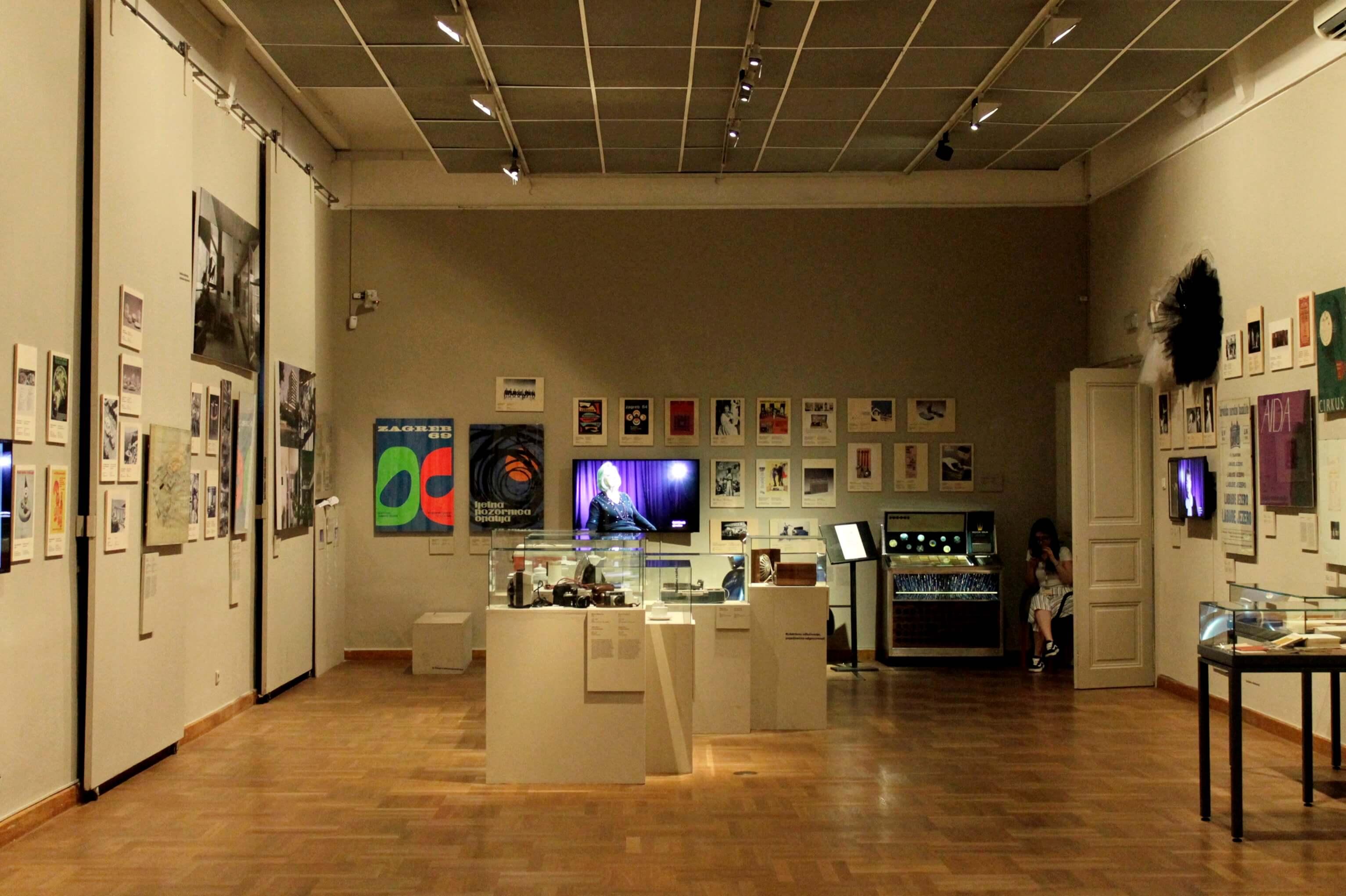 U Muzeju za umjetnost i obrt popusti za bivše hipike, čupavce, bitnike, rokere i studente iz '68