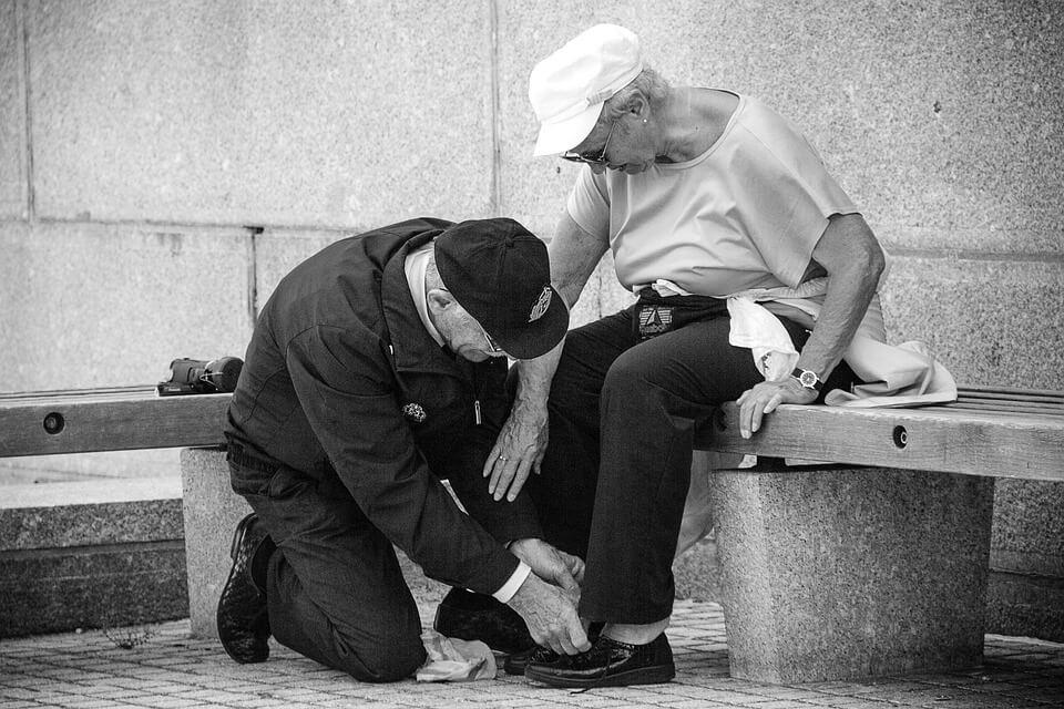 U svijetu punom starijih ljudi, poštovanje prema njima drastično opada