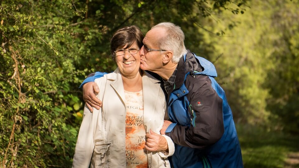 Ovih 20 fotografija pokazuju da prava ljubav ne poznaje godine