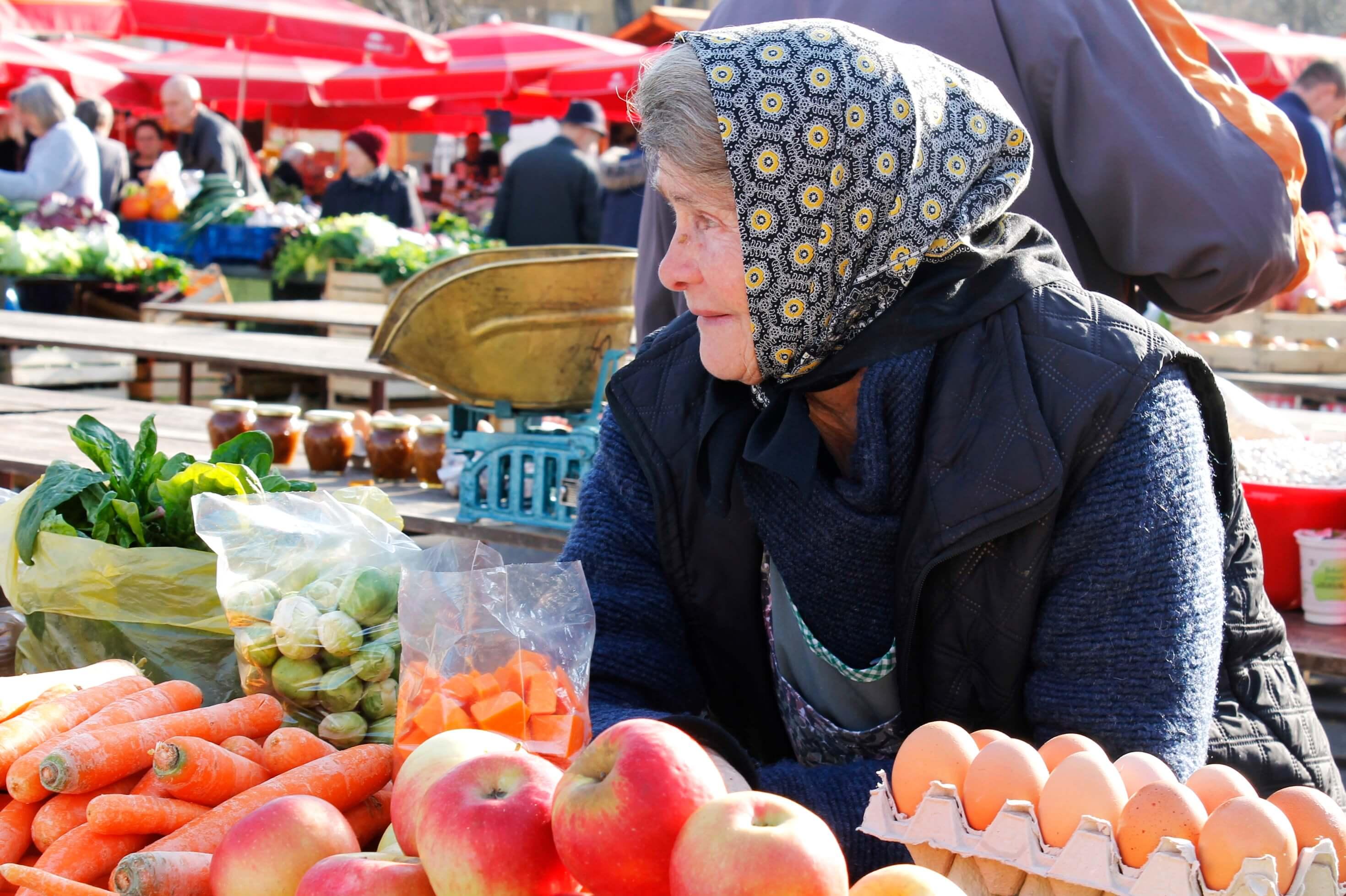 Facebook inicijativa: Kupujte na tržnicama umjesto u supermarketima jer su bakice zakon