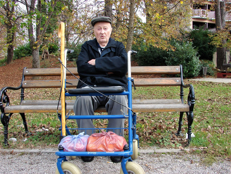 Muke po luku: Deda Josip traži cimera kojemu neće smetati što jede zdravo, ali smrdljivo povrće