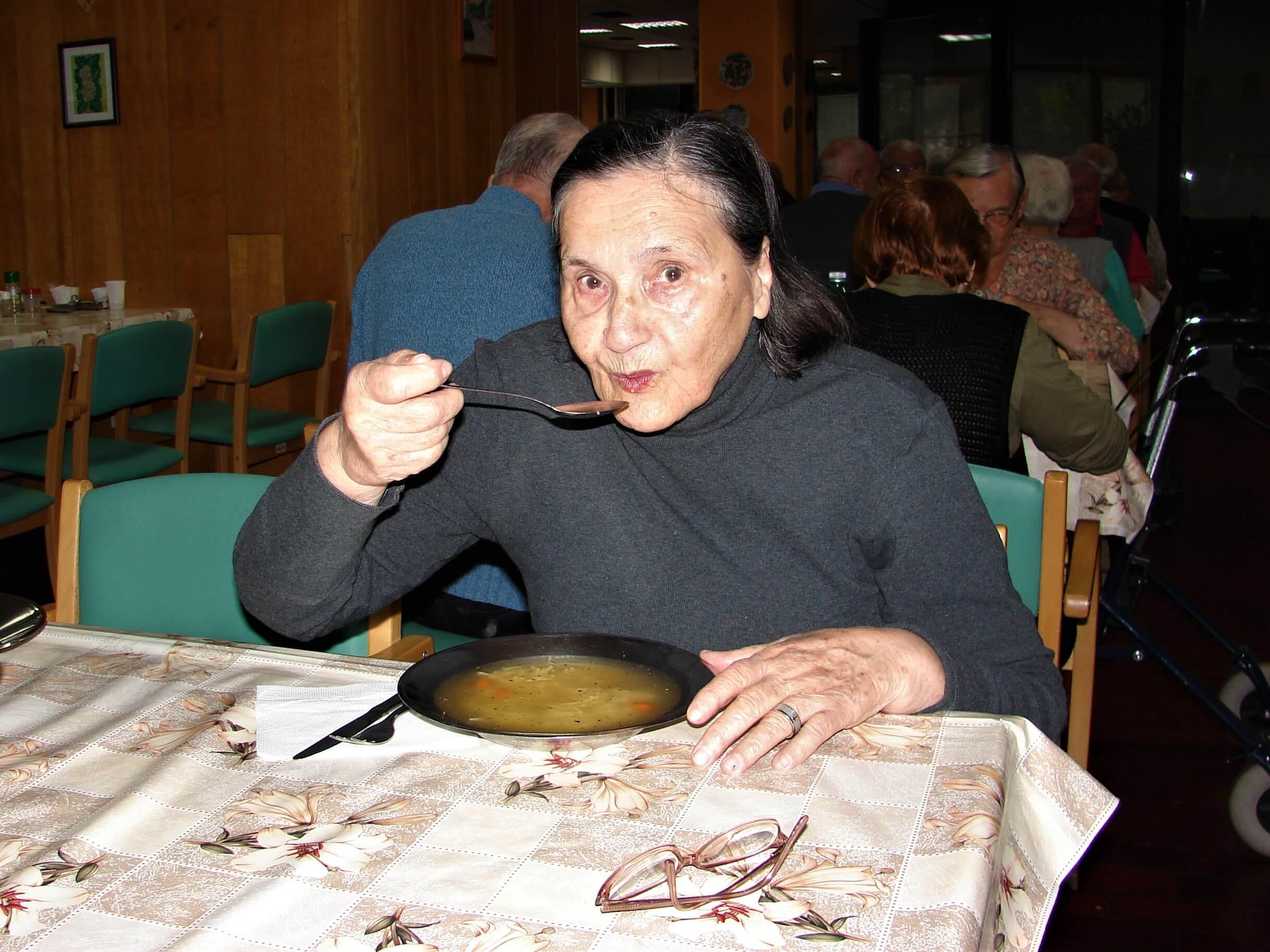 Istražili smo kako se jede u staračkom domu: Kuha se 'po domaće', porcije su velike, a ukusi različiti