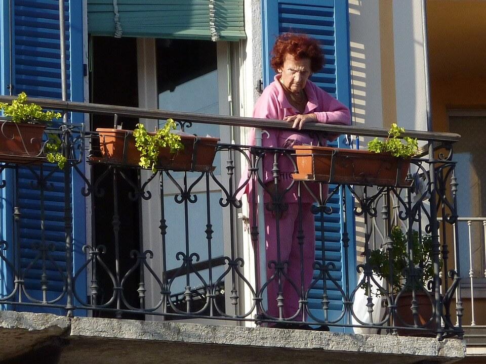 """Umirovljenica Terezija mora platiti 300 kuna jer je susjedi vikala da je """"mala kurvetina"""""""