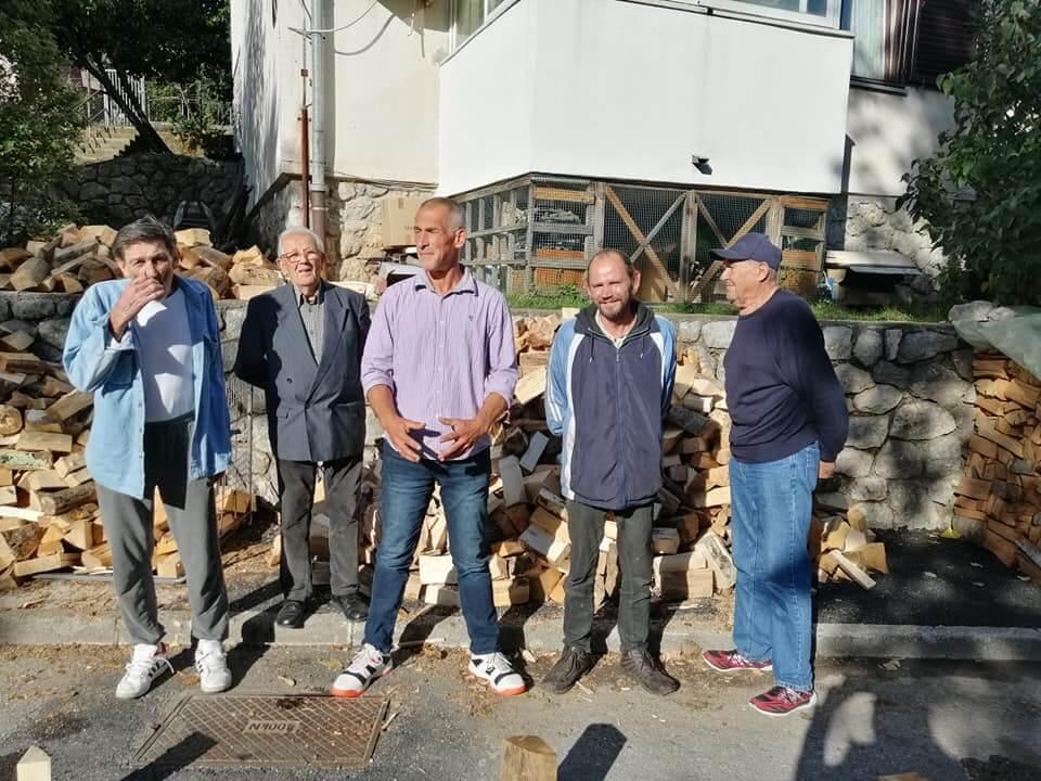 Riječanin donirao šest metara drva umirovljenicima i beskućnicima