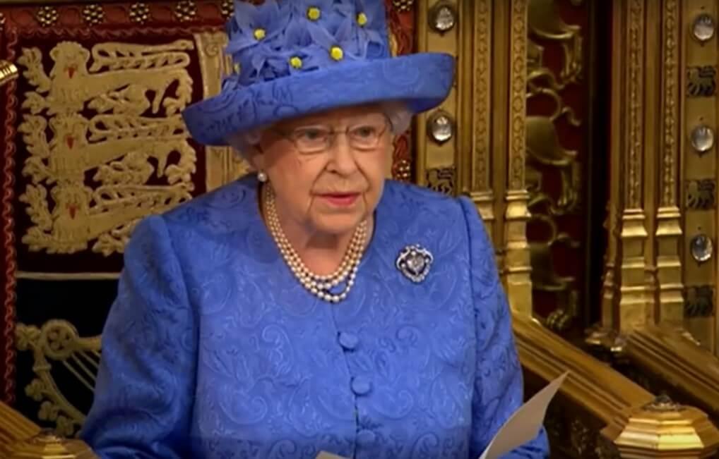 Kraljica Elizabeta ne planira u mirovinu ni sa 95 godina, ni – nikad!
