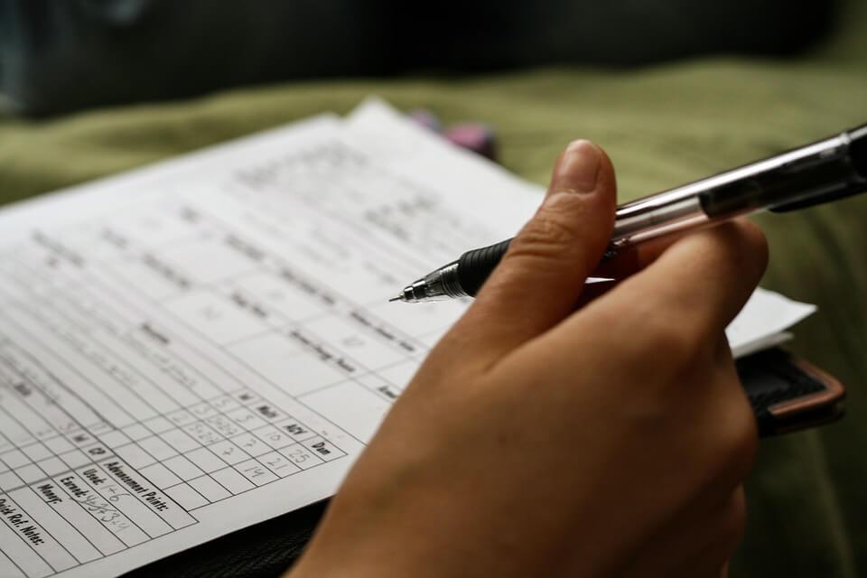 Us-12527/1999 porezna obveza nastaje danom potpisa ugovora bez obzira što su potpisi ovjereni kod javnog bilježnika kasnije.