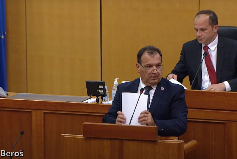 """Burno u Saboru oko cenzusa: """"Plenković se dogovorio s vrhuškom samozvanih predstavnica umirovljenika"""""""
