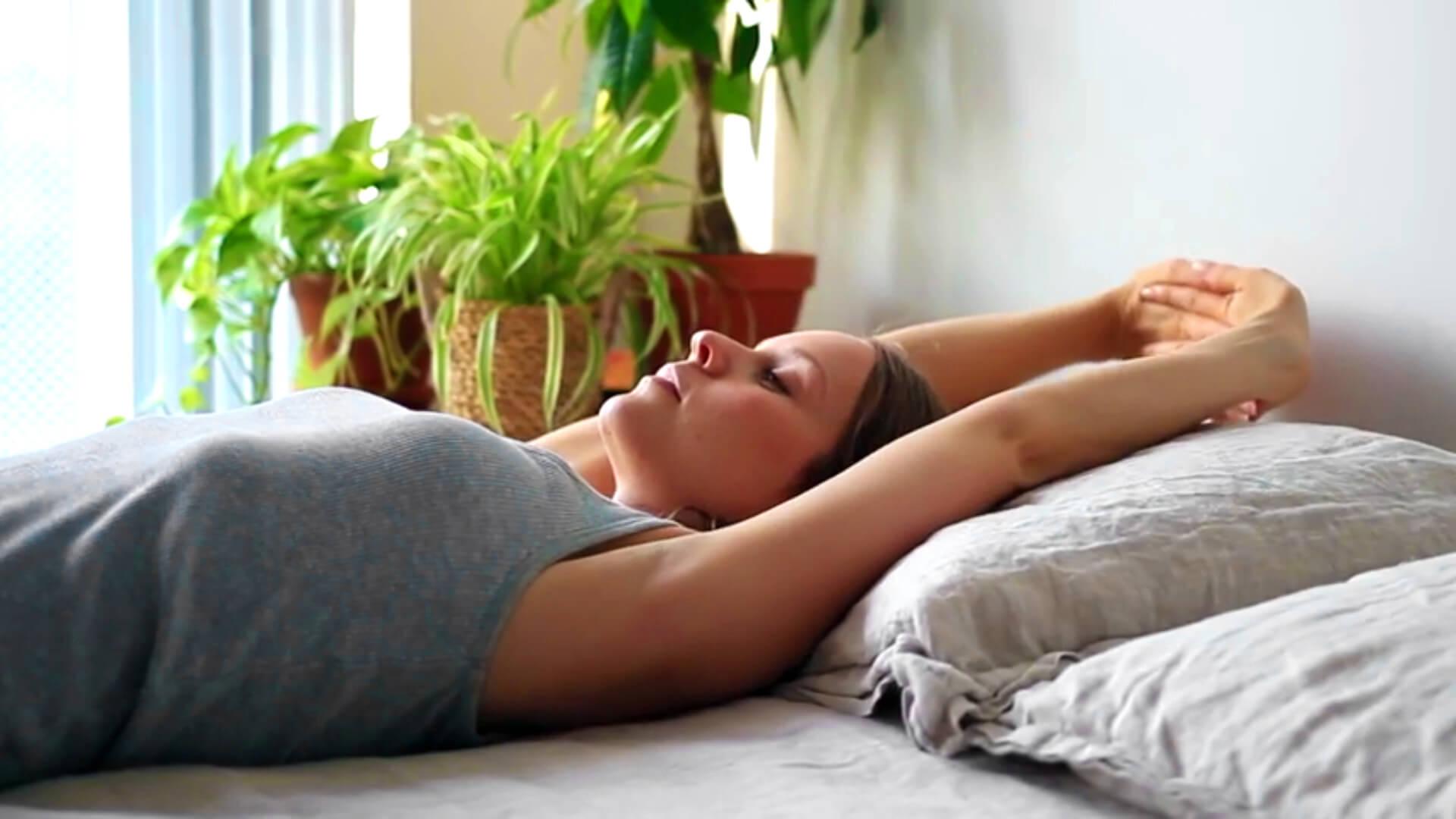 5 vježbi istezanja u krevetu – Ustanite na pravu nogu i osjećajte se sjajno cijeli dan
