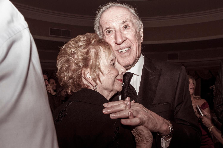 Svatovi bez djedova i baka: Preporuka da se uzvanici stariji od 65 godina ne pozivaju!