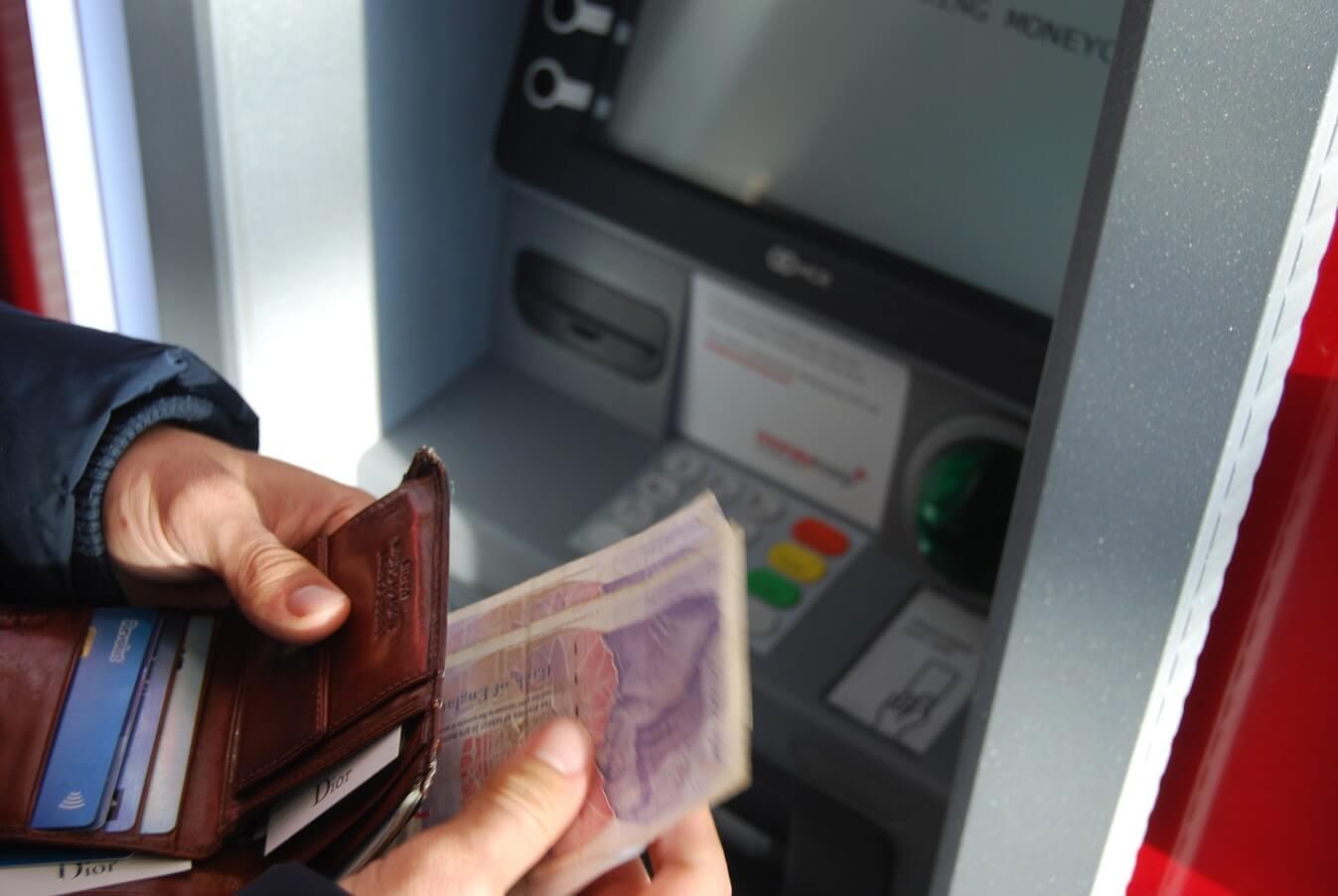 banka novac bankomat