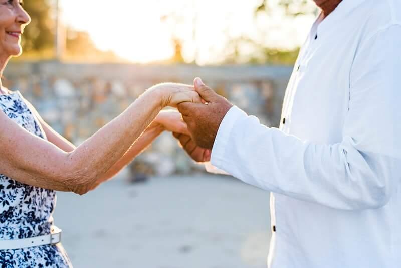 [VIDEO] Unijeli malo vedrine: Umirovljenički par spontano zaplesao na splitskoj rivi