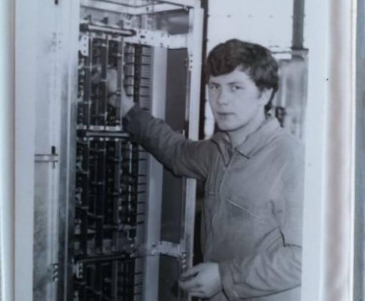 Poznati političar objavio fotografiju sa svog prvog radnog mjesta, možete li ga prepoznati?