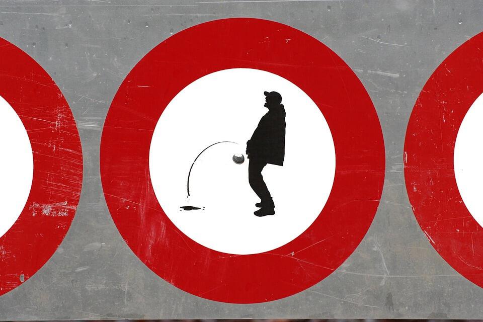 Umirovljenik uvrijedio moralne osjećaje građana tako što je – mokrio uz cestu!