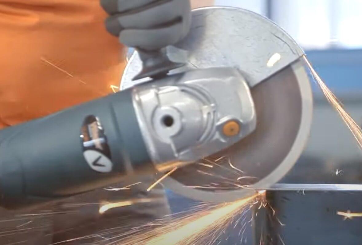 Umirovljenik ukrao brusilicu iz Peveca, u bijegu automobilom ugrozio zdravlje prodavačima