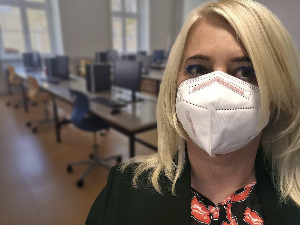 FFP2 maske obavezne u sve više zemalja: Zašto su bolje i koliko koštaju?