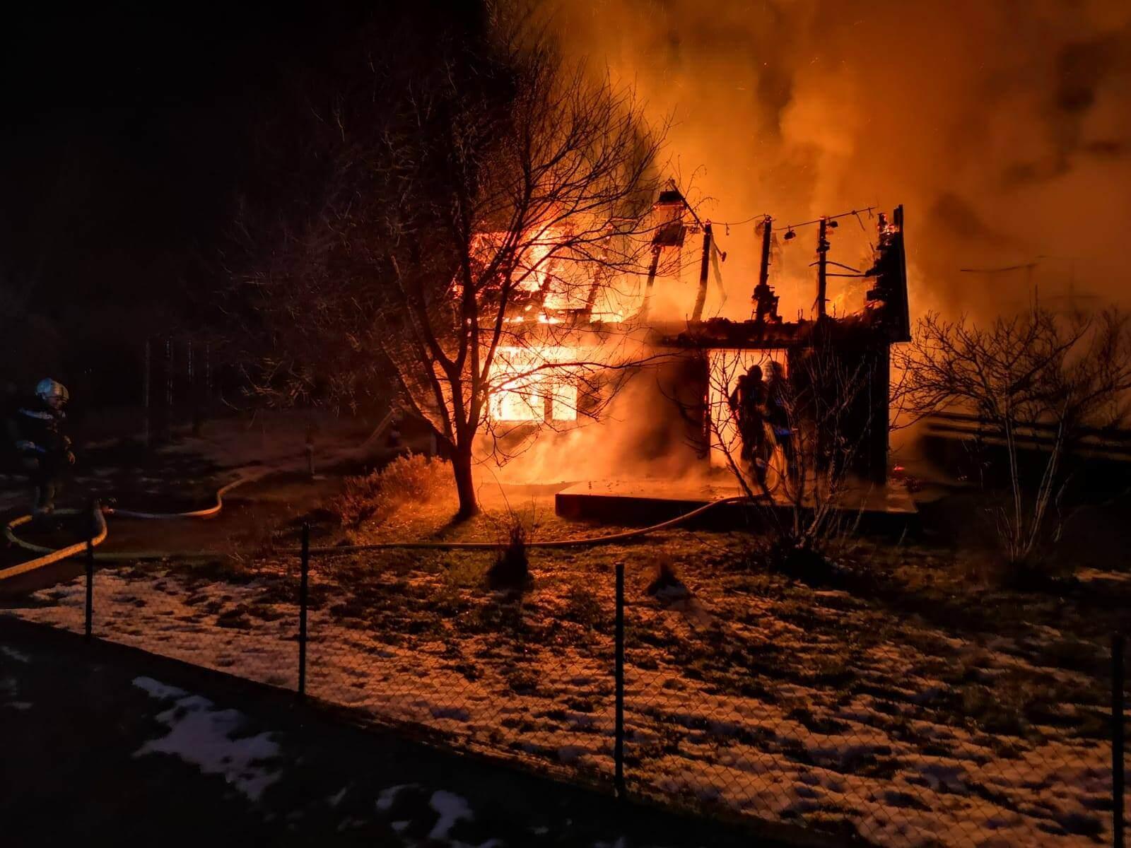 Umirovljenici vatra progutala kuću, vatrogasci je izvukli u zadnji tren!