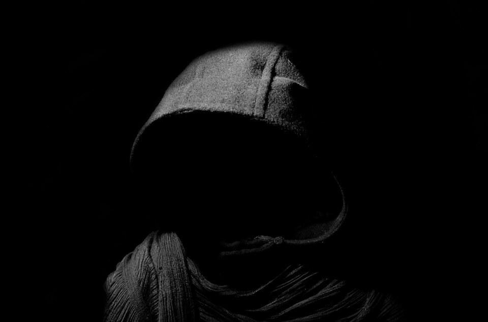 Maskirani razbojnici opljačkali i ozlijedili umirovljenicu