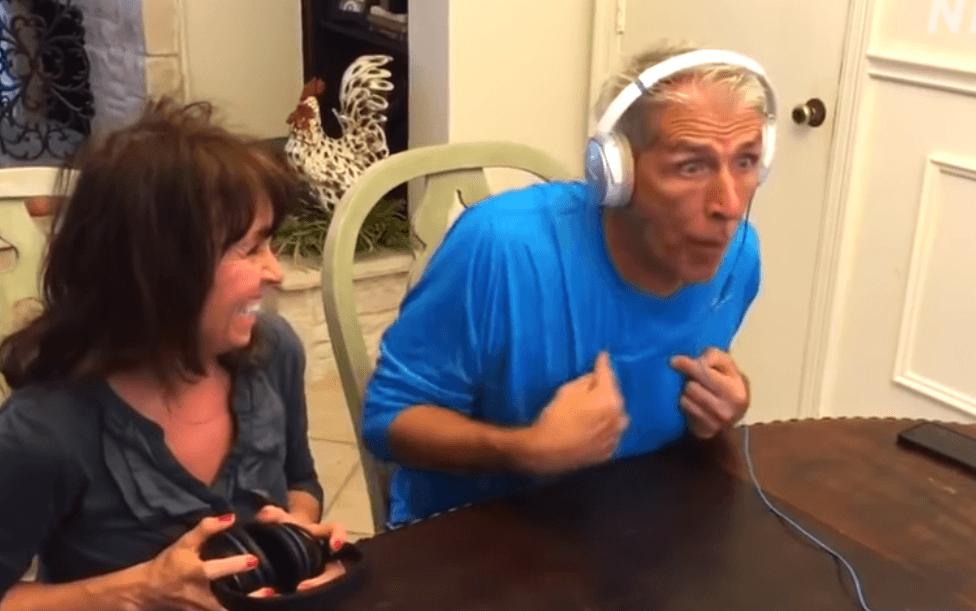 [VIDEO] Pogledajte reakciju budućeg djeda dok saznaje da će dobiti unuka: Je li i kod vas bilo slično?
