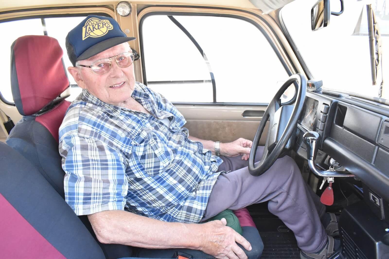 Umirovljeniku Josipu 93 su godine, a njegovom kultnom automobilu 33!