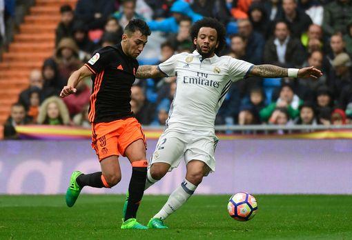 Real Madrid's Brazilian defender Marcelo (R) vies with Valencia's forward Munir El Haddadi