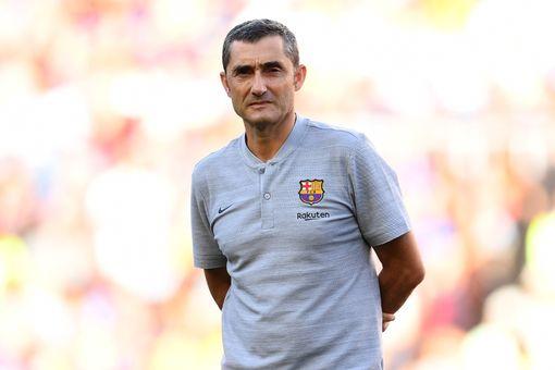 Barcelona boss Ernesto Valverde watches training