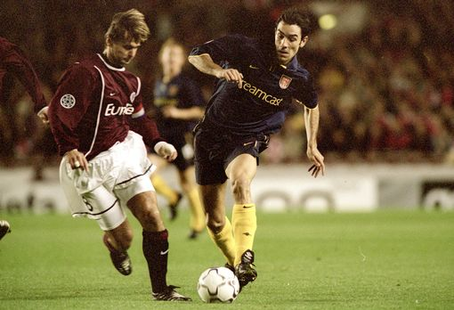Robert Pires wears the 2000-2002 Arsenal third kit whilst playing Sparta Prague during a Champions League match