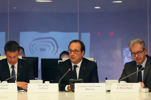 President Hollande presides over a meeting in the Situation Room