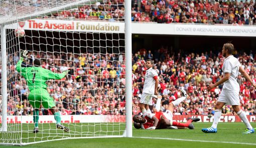 Kanu scores the second Arsenal goal