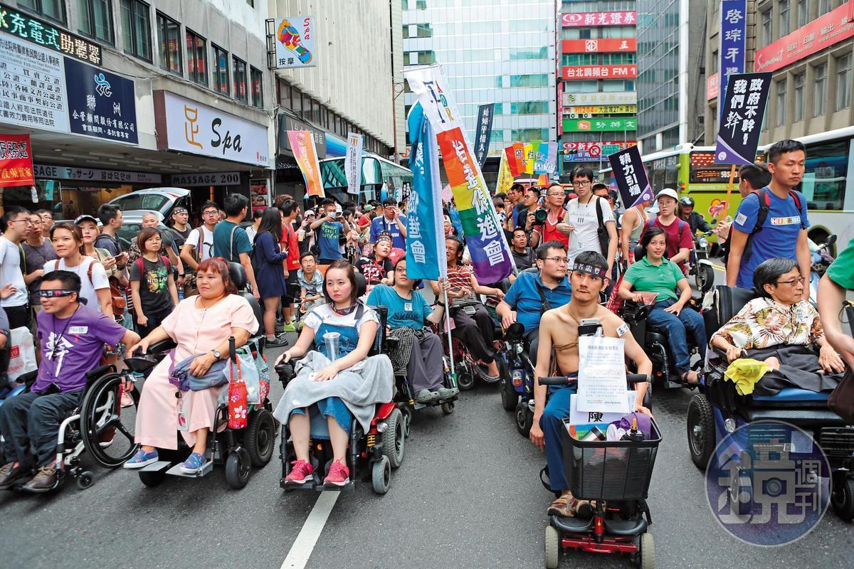 一群障礙者於5月初走上街頭,疾呼他們的性需求常遭忽略,甚至被認為不配享有性生活。