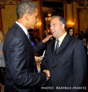 Anthony Barsamian speaking with President Barack Obama during the 2008 presidential campaign