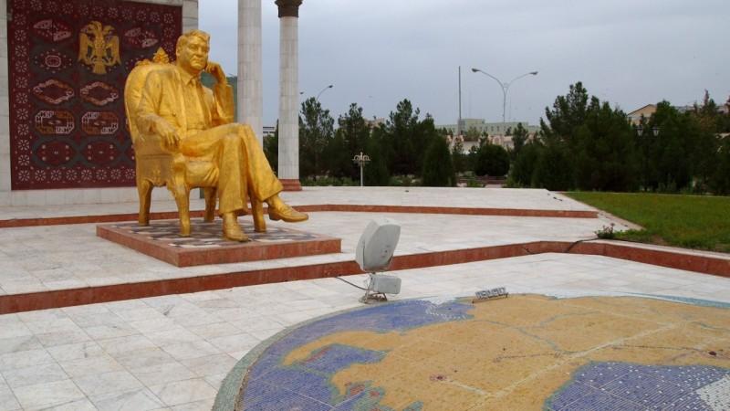 P9152238 Turkmenistan, Asia central, Nizayov, Turkmenabasi