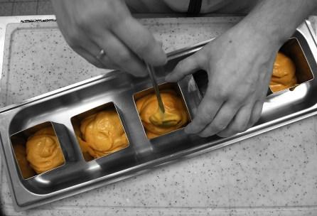 Mit dem Tomatenmousse füllen.