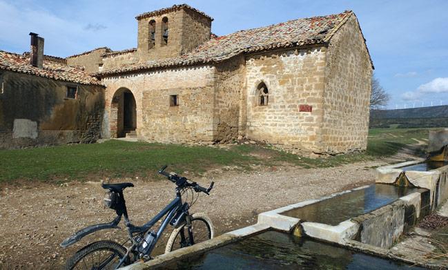 Iglesia de San Miguel en el despoblado de Larrain en Adios