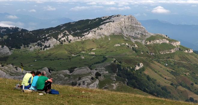 Monte Gorbeia y Lakondo de fondo