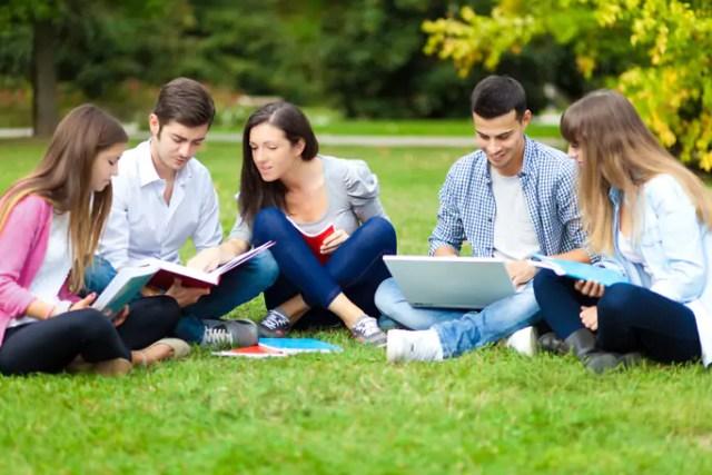 ¿Hay una relación entre el nivel de educación y el desarrollo económico de los países?