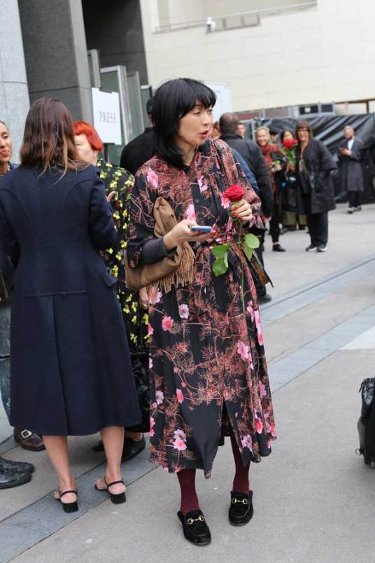 Fashion Week in Parijs: catwalk buiten bij show Dries van Noten