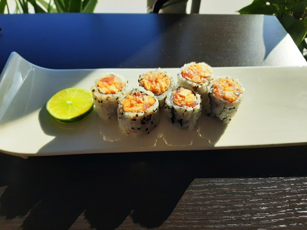 Mr. Lee Roll (6 Pieces - Spicy Tuna, Albacore Tuna & Butterfish with Homemade Sauce and Tempura Bits)
