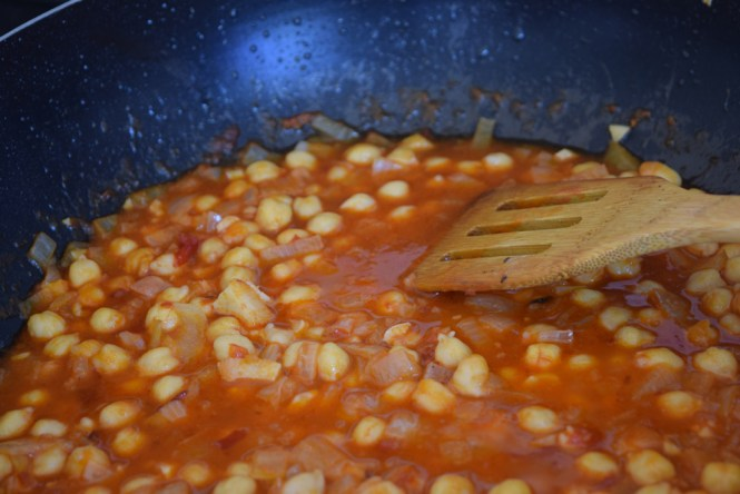 chickpeas in spicy harrisa sauce