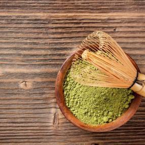 Matcha: Vergesst Kaffee! Trinkt Matcha-Tee! Koffein aus Matcha-Tee verteilt Koffein über 6 bis 8 Stunden. Der Koffeingehalt ist deutlich höher als bei Kaffee. (c) Fotolia