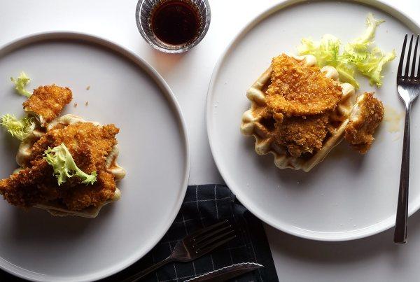 Gofres con pollo rebozado