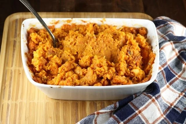 Brown Sugar Chipotle Sweet Potatoes Recipe ~ Perfect for holiday dinners or every day dinners ~ MissintheKitchen.com #thanksgiving #holiday
