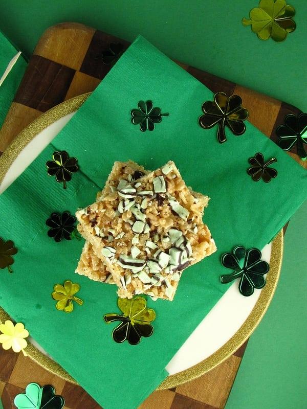 Chocolate Mint Rice Krispie Treats | Missinthekitchen.com