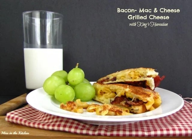 Bacon Mac & Cheese Grilled Cheese Sandwich