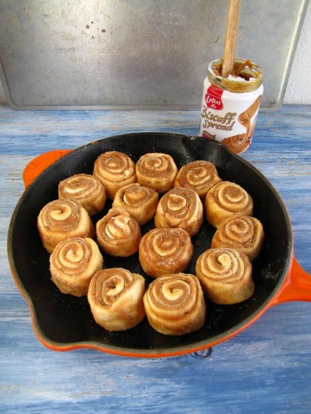 biscoff cinnamon rolls 1