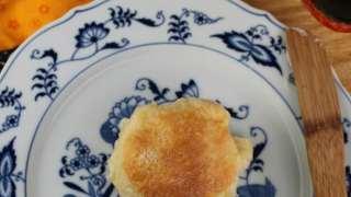 Buttermilk-Ricotta Skillet Rolls