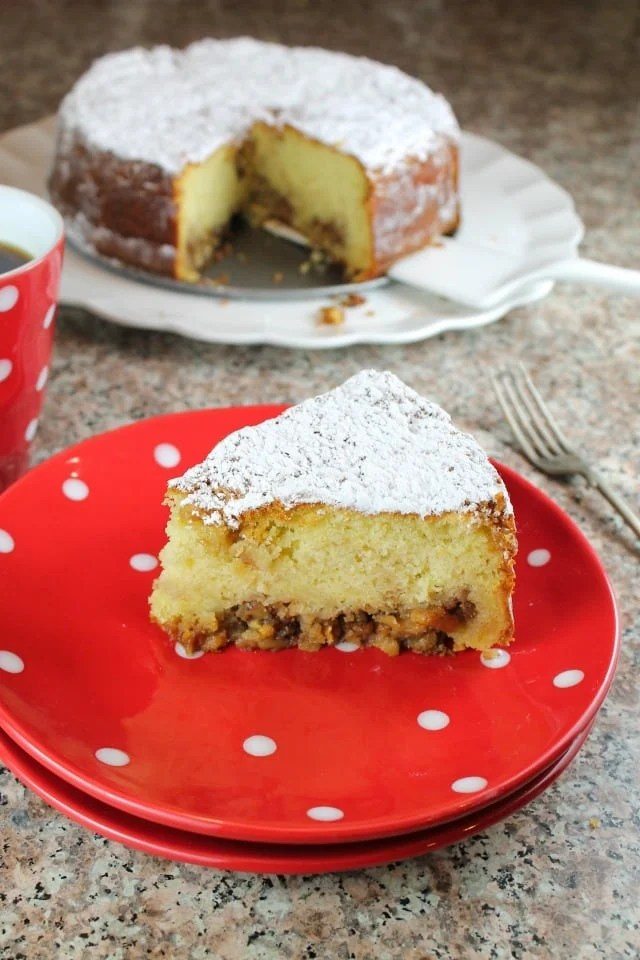 Easy Holiday Coffee Cake from Missinthekitchen.com