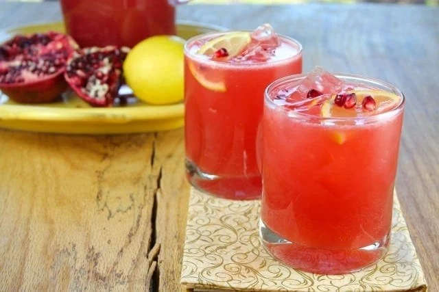 Sparkling Strawberry Pomegranate Cocktails from Miss in the Kitchen #prosecco