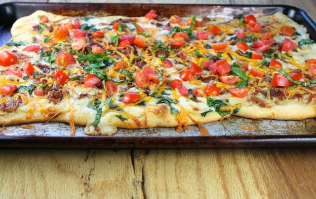 Smoky-BLT-White-Pizza-Recipe